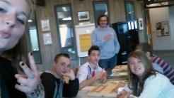 Petit selfie du prof du jour, Fabien Osmont, avec quelques élèves.